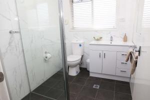 A bathroom at Westwood Motor Inn