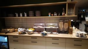 Küche/Küchenzeile in der Unterkunft Grimur Hotel