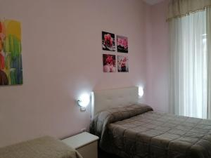 Ein Bett oder Betten in einem Zimmer der Unterkunft Come D'Incanto A Napoli