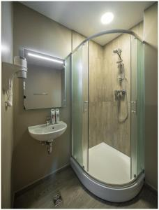 A bathroom at Ibis Riga Centre
