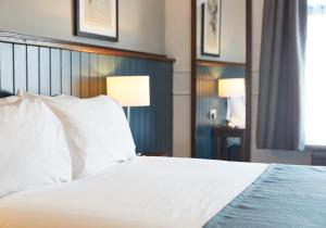 A bed or beds in a room at The Spyglass & Kettle by Greene King Inns