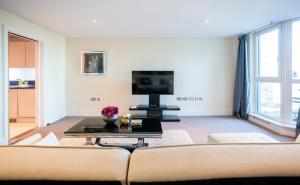 A television and/or entertainment center at LONDON RIVER View