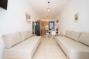 A seating area at Nefeli Apartments
