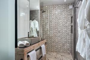 A bathroom at Agali Houses