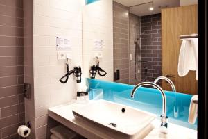 A bathroom at Holiday Inn Express - Mülheim - Ruhr