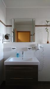 Ein Badezimmer in der Unterkunft Pension Auszeit & Restaurant