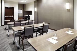 A restaurant or other place to eat at Hyatt Place Cleveland/Lyndhurst/Legacy Village