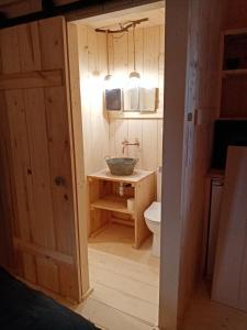 Salle de bains dans l'établissement Quetsche et mirabelle