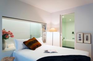 A bed or beds in a room at Nishi Apartments Eco Living by Ovolo