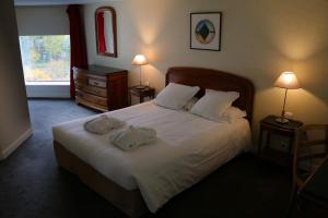 A bed or beds in a room at Le Relais Saint Michel