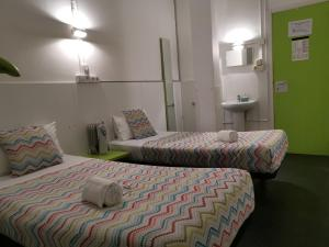 A bed or beds in a room at Central and Basic Universitat