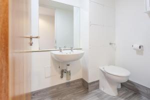 A bathroom at Horizons Accommodation