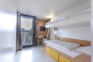 A bunk bed or bunk beds in a room at Horizons Accommodation
