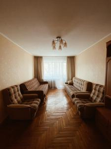 A seating area at Spacious 2 bedroom apartment near Vladivostok railway station