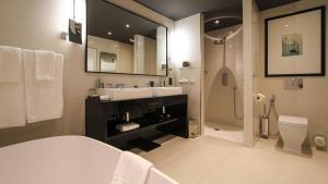 A bathroom at Domaine De Manville