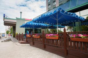 A restaurant or other place to eat at Park Inn by Radisson Poliarnie Zori