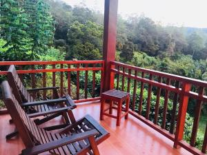 A balcony or terrace at Rainforest Mount Lodge