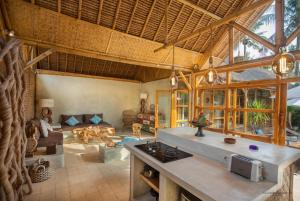 A kitchen or kitchenette at La Villa Bambu