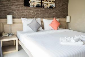 A bed or beds in a room at Chinotel