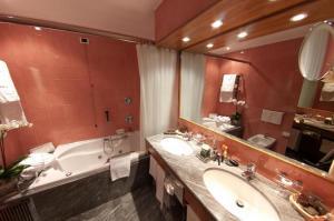 Salle de bains dans l'établissement Hotel Michelangelo