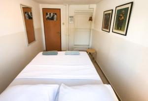 A bed or beds in a room at Florentine Backpackers Hostel - ages 18-55