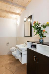 A bathroom at Roommo Enjoy Florence - Beccaria