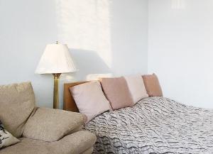 Кровать или кровати в номере Apartment By Metro Moskovskaya