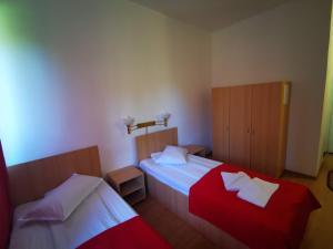 Un pat sau paturi într-o cameră la Complex Anna