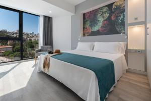 A bed or beds in a room at Occidental Las Palmas
