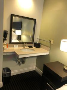 A bathroom at Seaside Inn