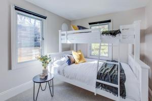 A bunk bed or bunk beds in a room at Renovated terrace in the heart of historic Sydney