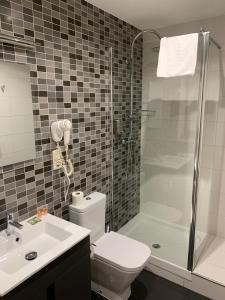 A bathroom at Hostal Falfes