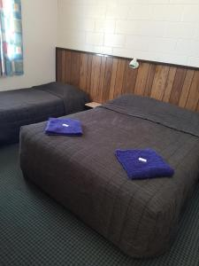 A bed or beds in a room at castletown motel