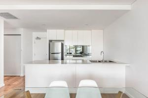 A kitchen or kitchenette at Bluewater Apartments