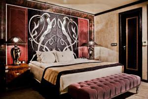 Un pat sau paturi într-o cameră la Royal Castle Design & SPA - 24 Hours Ultra All Inclusive