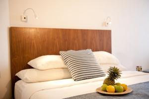 Een bed of bedden in een kamer bij U Coral Beach Club Eilat – Ultra All inclusive