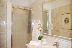 A bathroom at Domus Mariae Albergo