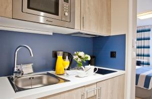 A kitchen or kitchenette at Residhome Marseille