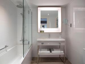 A bathroom at Rhodes Bay Hotel & Spa