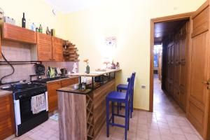A kitchen or kitchenette at The Flat