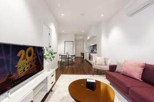 A television and/or entertainment center at Contemporary luxury in the heart of Melbourne