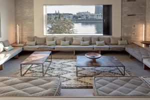 A seating area at Speicher7 Hotel
