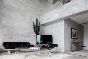A television and/or entertainment center at Speicher7 Hotel