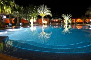 Piscine de l'établissement Hotel Le Riad ou située à proximité