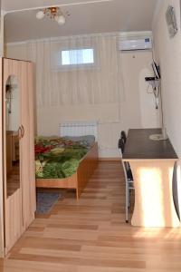 Кухня или мини-кухня в Udacha Guesthouse