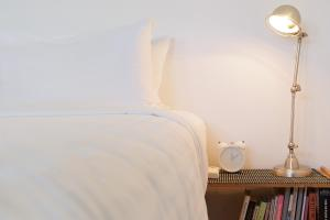 A bed or beds in a room at Top Floor Apartment Steps To Darling Harbour & ICC
