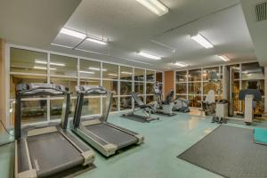 The fitness center and/or fitness facilities at Malibu Pointe