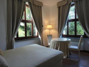 A bed or beds in a room at Hotel La Badia di Orvieto