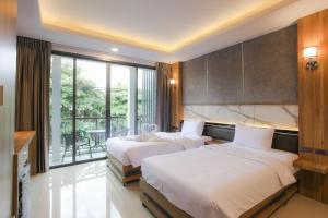 Кровать или кровати в номере The Mantra Hotel Kata Noi
