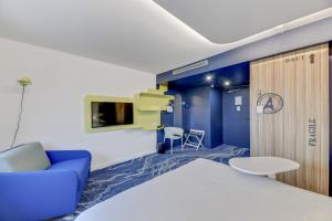 A seating area at ibis Styles Paris Orly Tech Airport